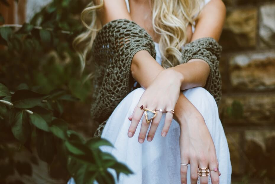 unsplash-brooke-cagle-woman-outdoors-rings-on-fingers-fashion-111319