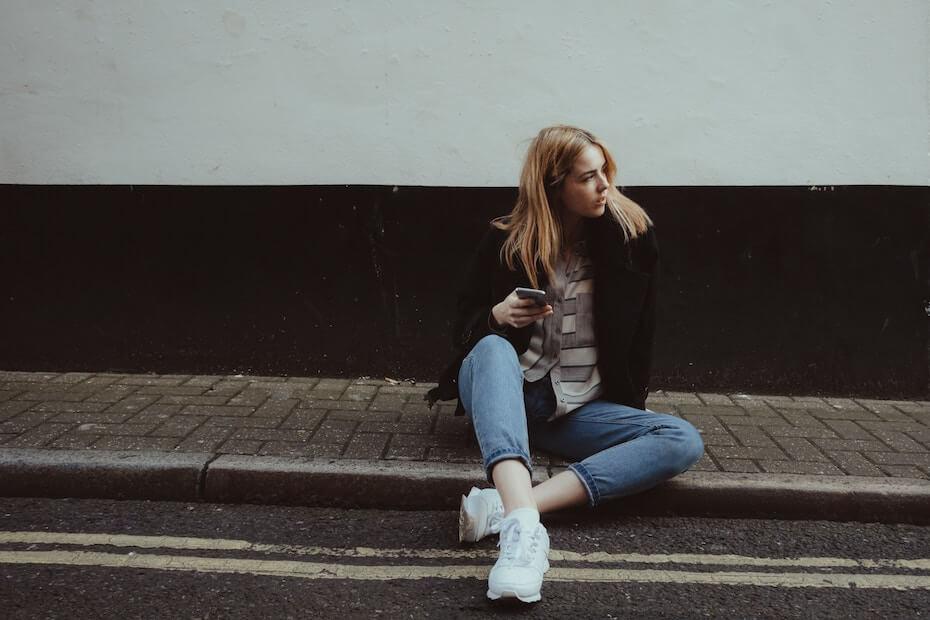 unsplash-david-preston-bored-woman-waiting-on-sidewalk-111119