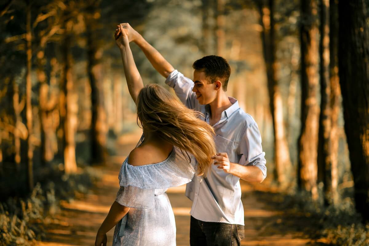 unsplash-scott-broome-couple-dancing-in-forest-together