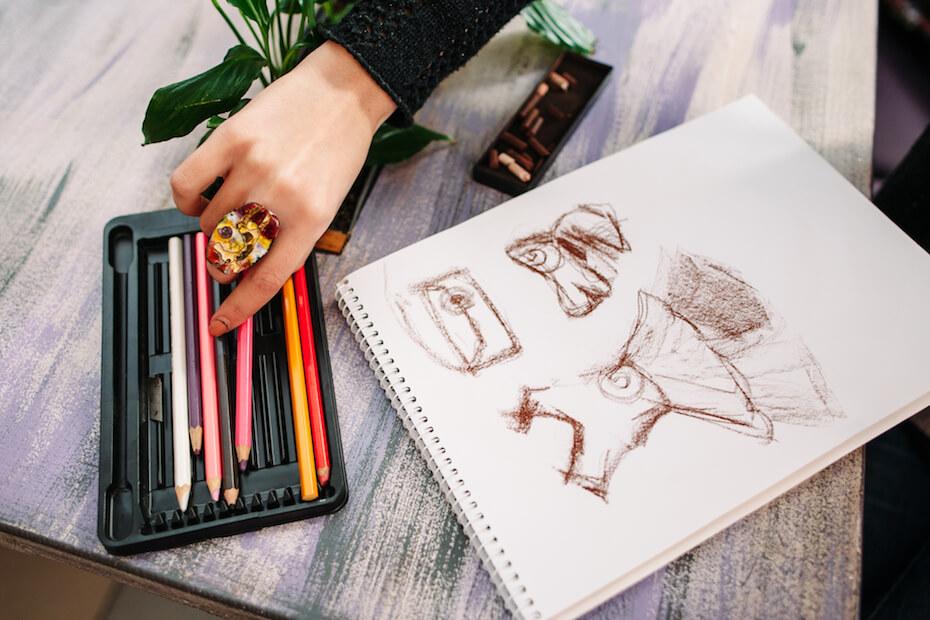 shutterstock-fashion-illustration-colored-pencils-121219