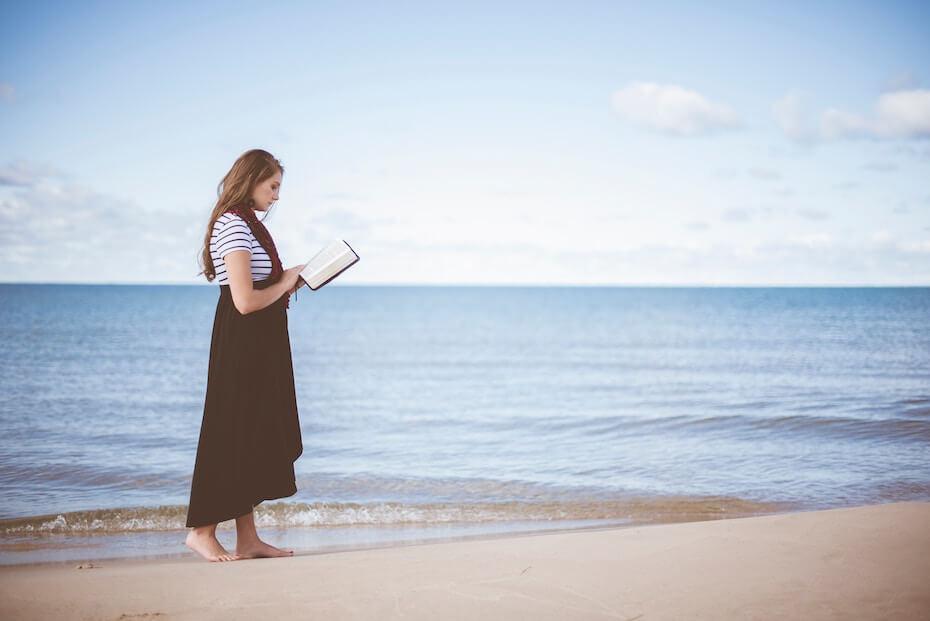 unsplash-ben-white-woman-on-beach-reading-book-122319