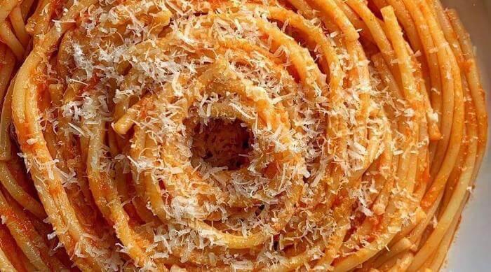 Bowl of Spaghetti With Tomato Sauce