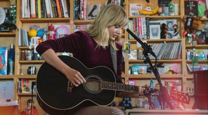 Taylor Swift Singing a Song