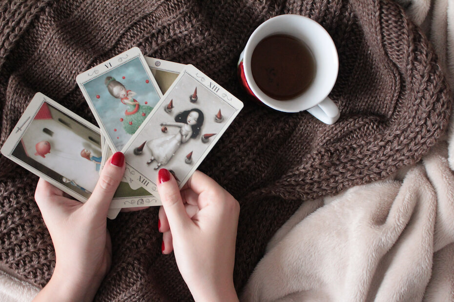 shutterstock-tarot-card-reading-with-coffee-scarf-011320