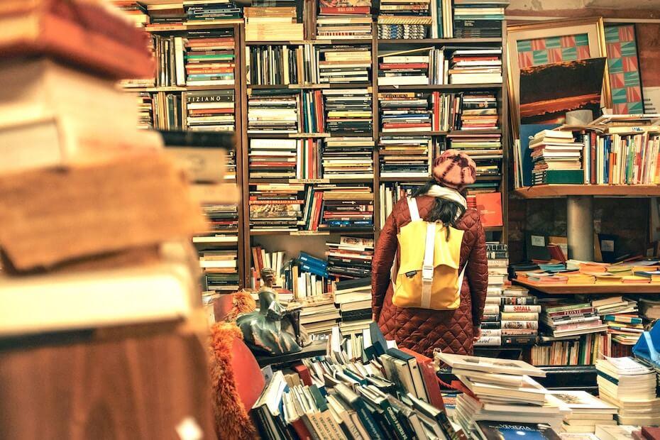 unsplash-darwin-vegher-woman-exploring-used-bookstore-010720