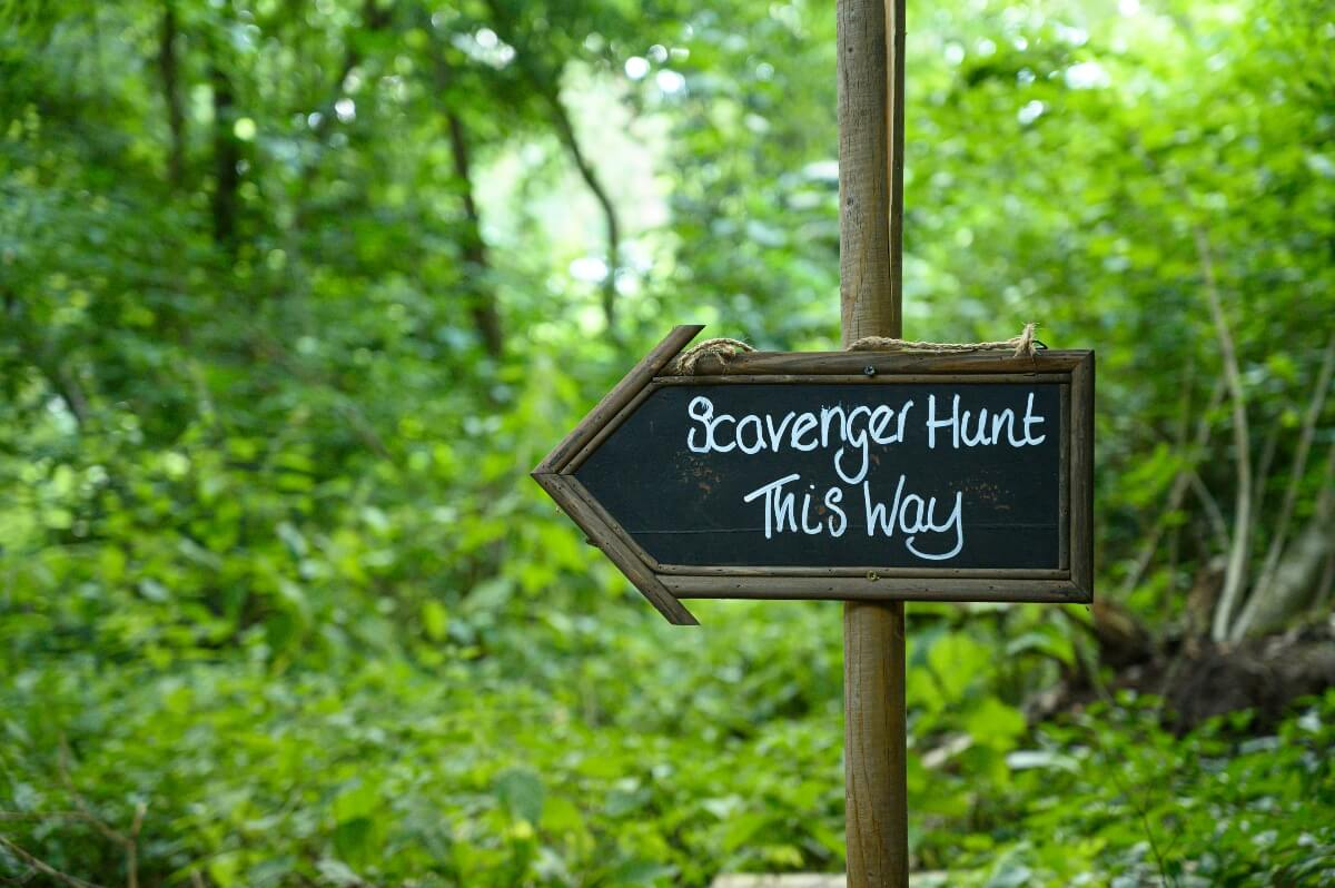 scavenger hunt this way sign