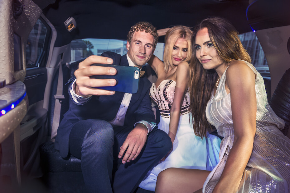 shutterstock-pic-of-limo-selfie-022820