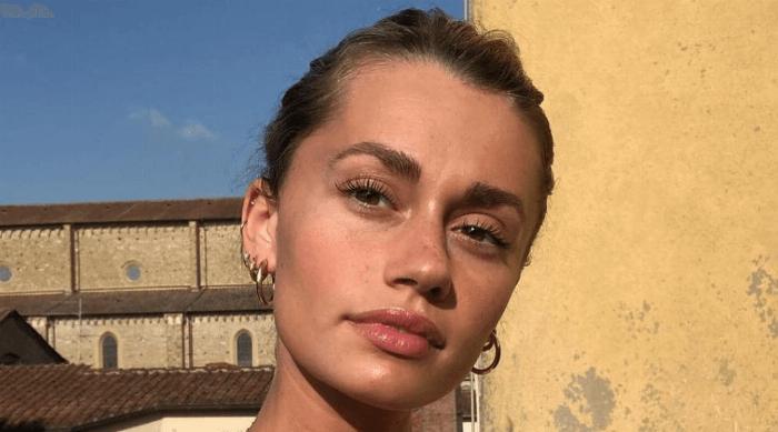 girl minimal makeup