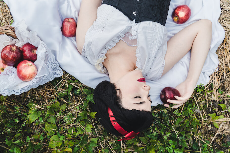shutterstock-woman-dresses-snow-white-on-ground-with-apples-031820