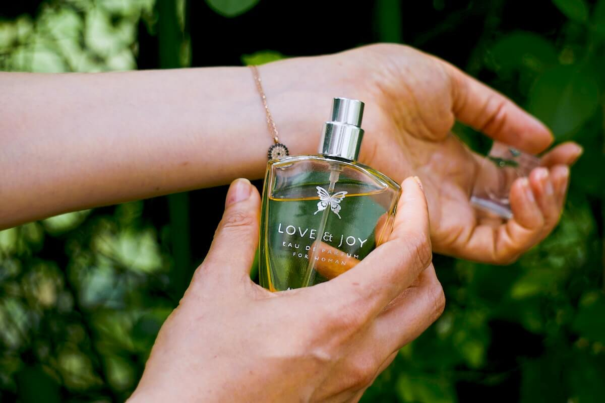 unsplash-hans-vivek-woman-holding-fragrance-perfume-bottle-to-wrist