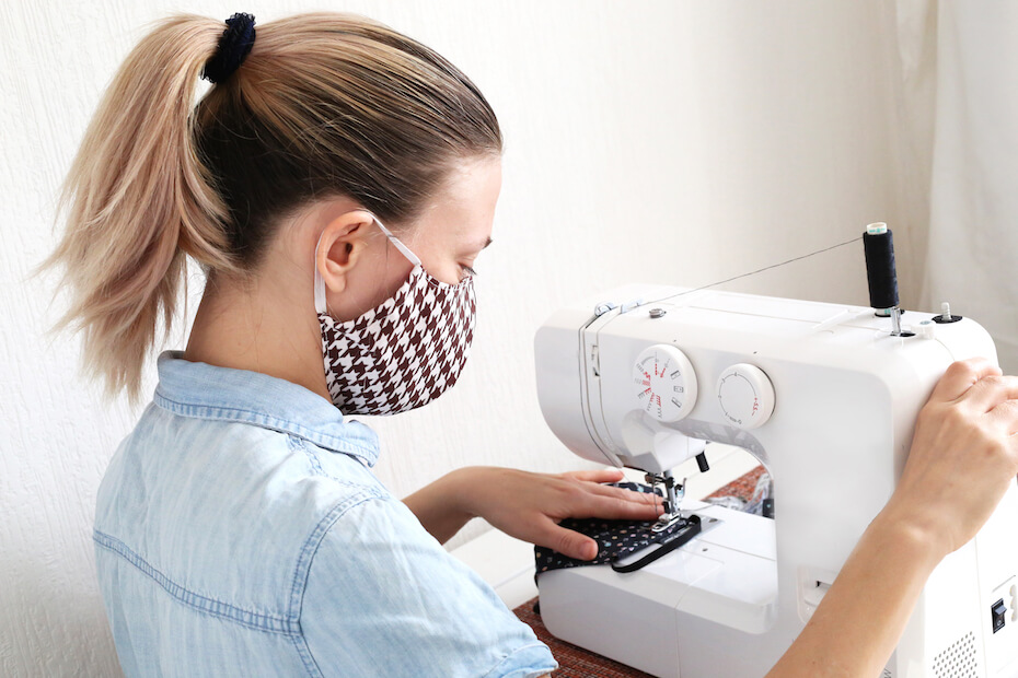 Shutterstock: Woman sewing face mask in sewing machin