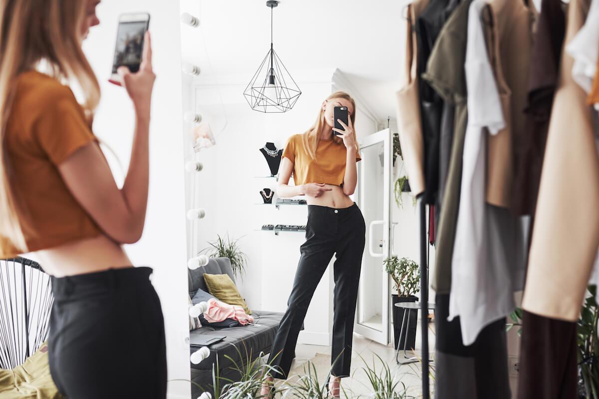 shutterstock-woman-taking-mirror-selfie
