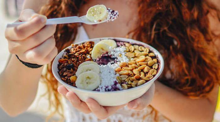 Shutterstock: Woman eating acai bowl