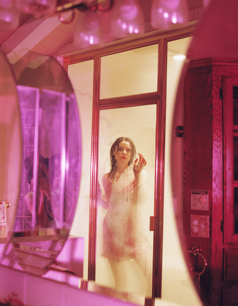 Elizabeth Miranda: Ginesse behind steamed glass