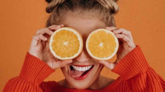 noah-buscher-upsplash-woman-with-oranges-11082020-articleH-110820