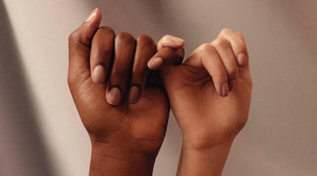 womanizer-unsplash-two-hands-holding-pinky-11082020-articleH-110820