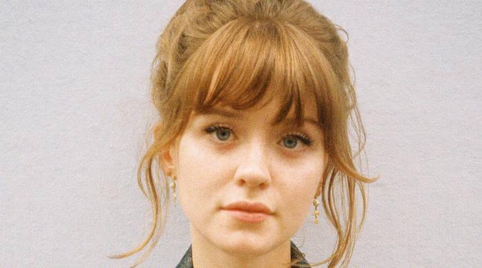 Dominique Froud: Maisie Peters headshot