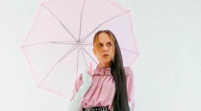 Instagram @alliex Allie X pink parasol