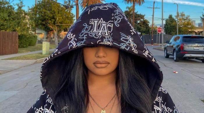 Instagram @itsoraida Soraida Mejia in L.A. hoodie