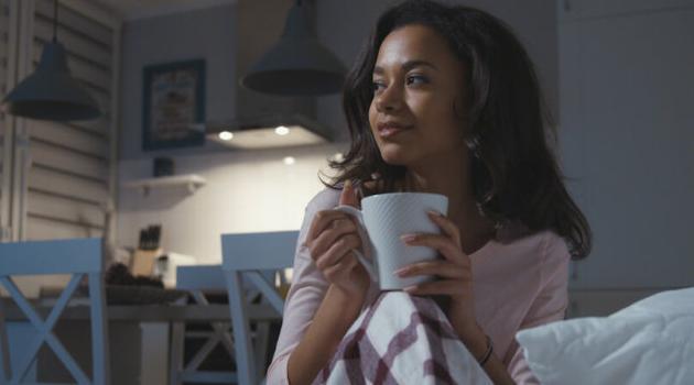 Shutterstock: woman drinking tea in bed