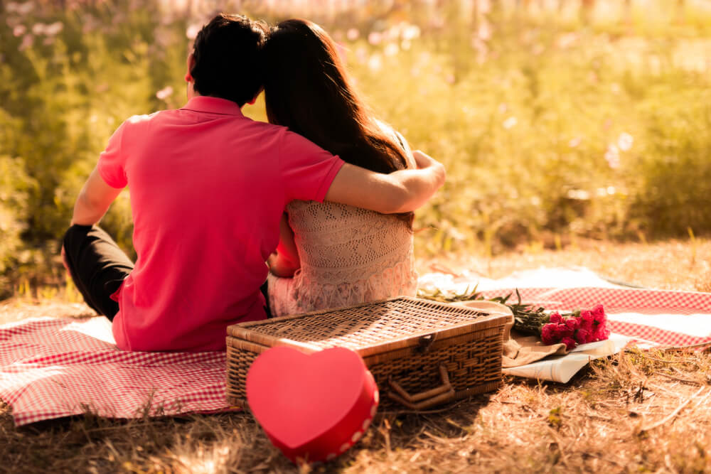 romantic outdoor picnic