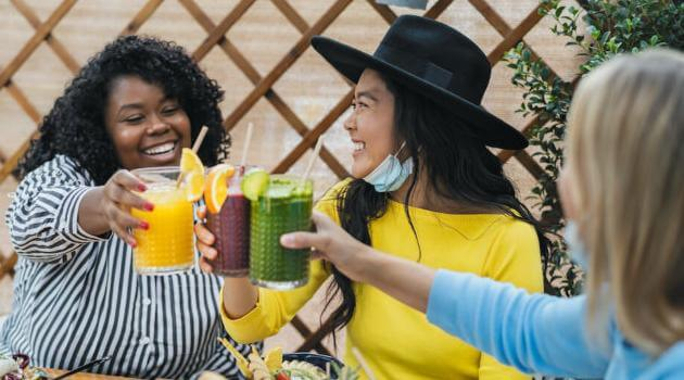 Shutterstock: friends drinking juices