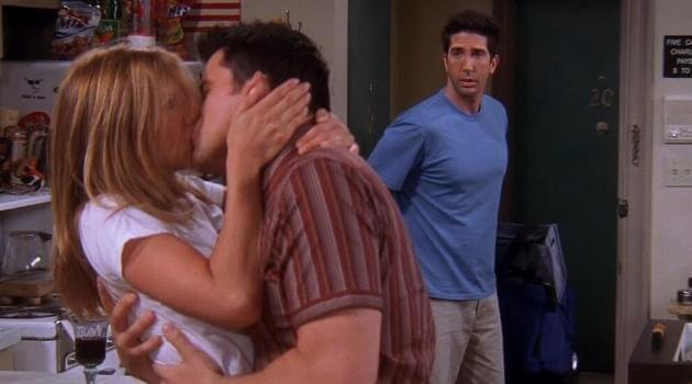 joey-and-rachel-friends-kiss-articleH-040921