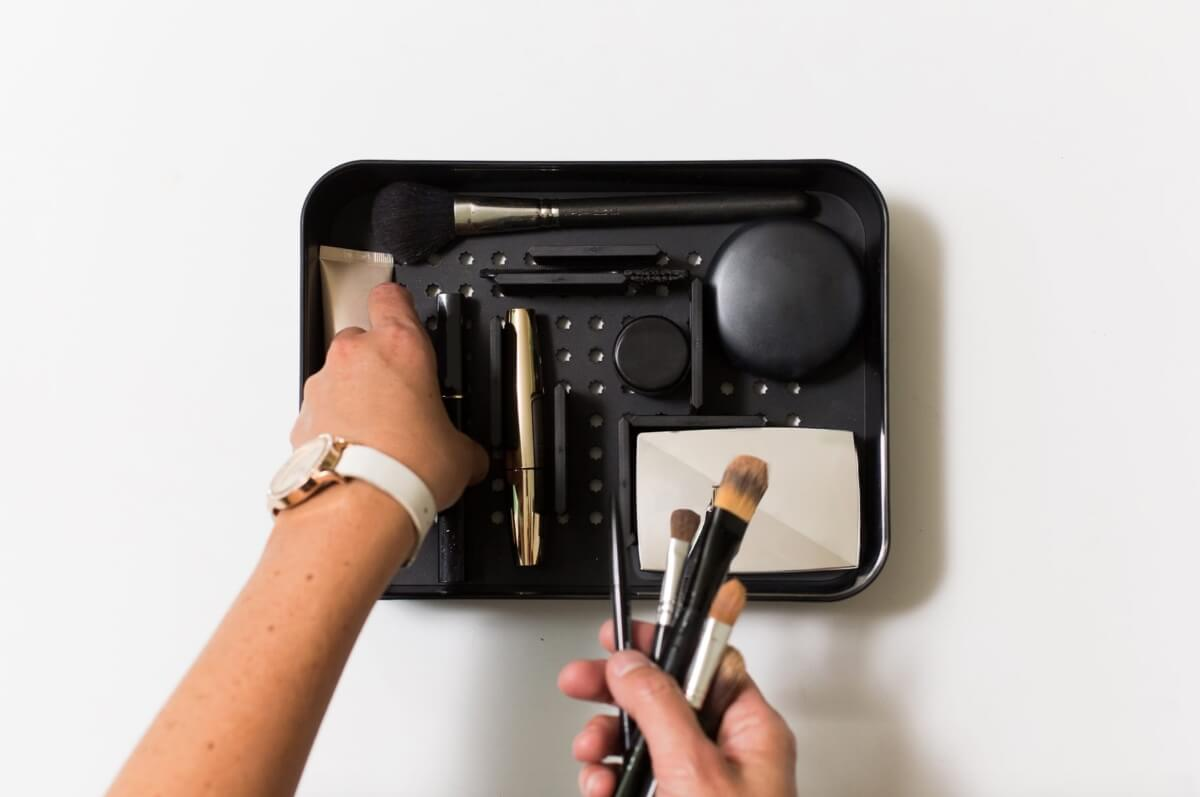 poke-a-dot cosmetic beauty organizer