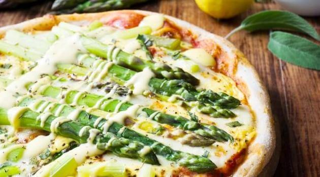 Shutterstock: asparagus on pizza