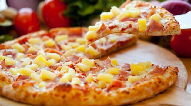 Shutterstock: pineapple on pizza