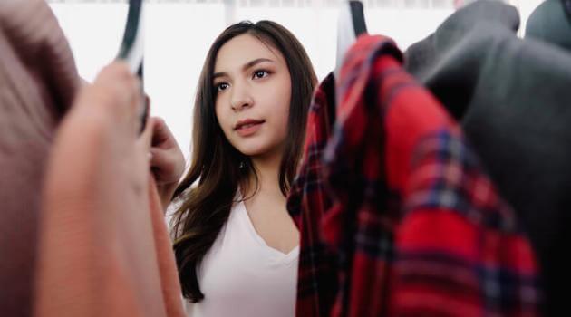 girl-looking-in-closet-articleH-050721