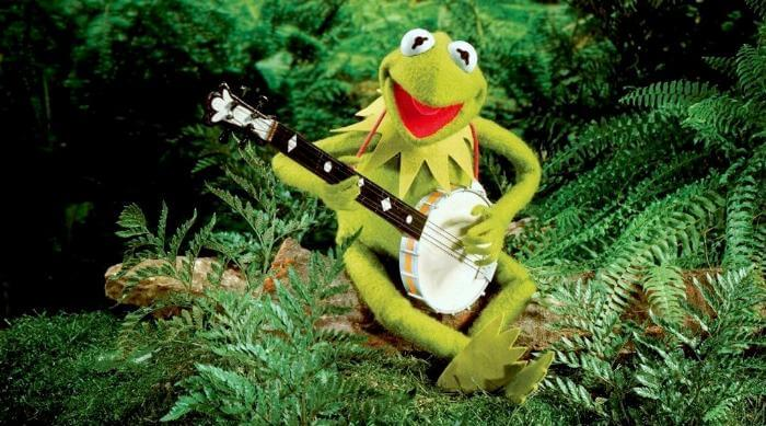 Instagram @kermitthefrog Kermit playing banjo