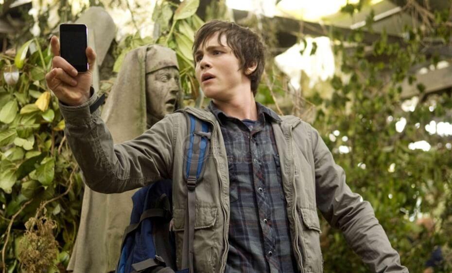 Percy Jackson: The Lightning Thief: Percy using phone against medusa