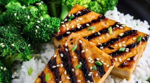 Minimalist Baker: easy vegan chorizo
