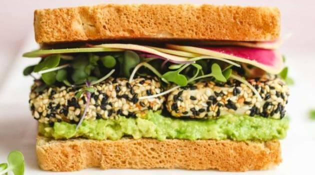 Veggiekins: everything bagel crusted sandwich