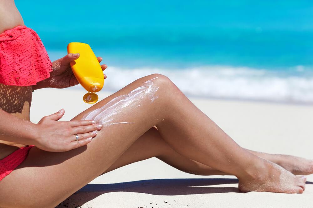 woman sunscreen sunburn
