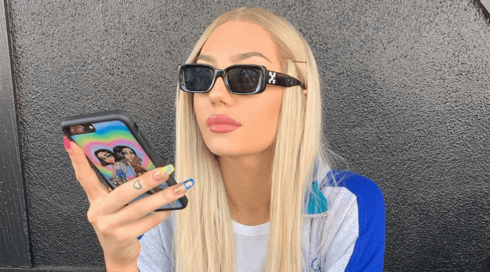 girl texting phone case