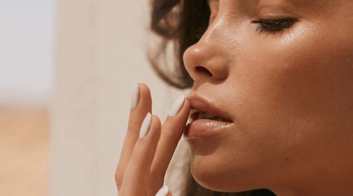 girl touching lips
