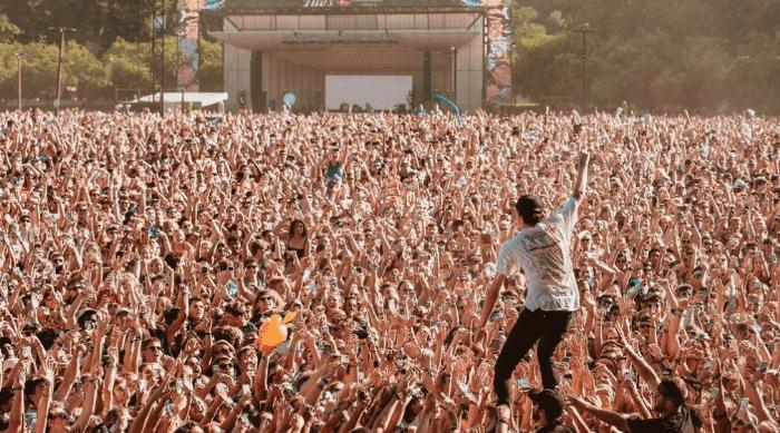 music festival crowd lollapalooza