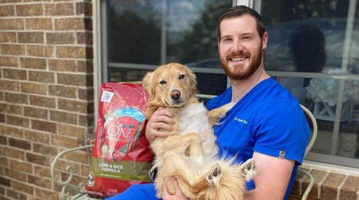 Instagram @dr.hunterfinn holding dog