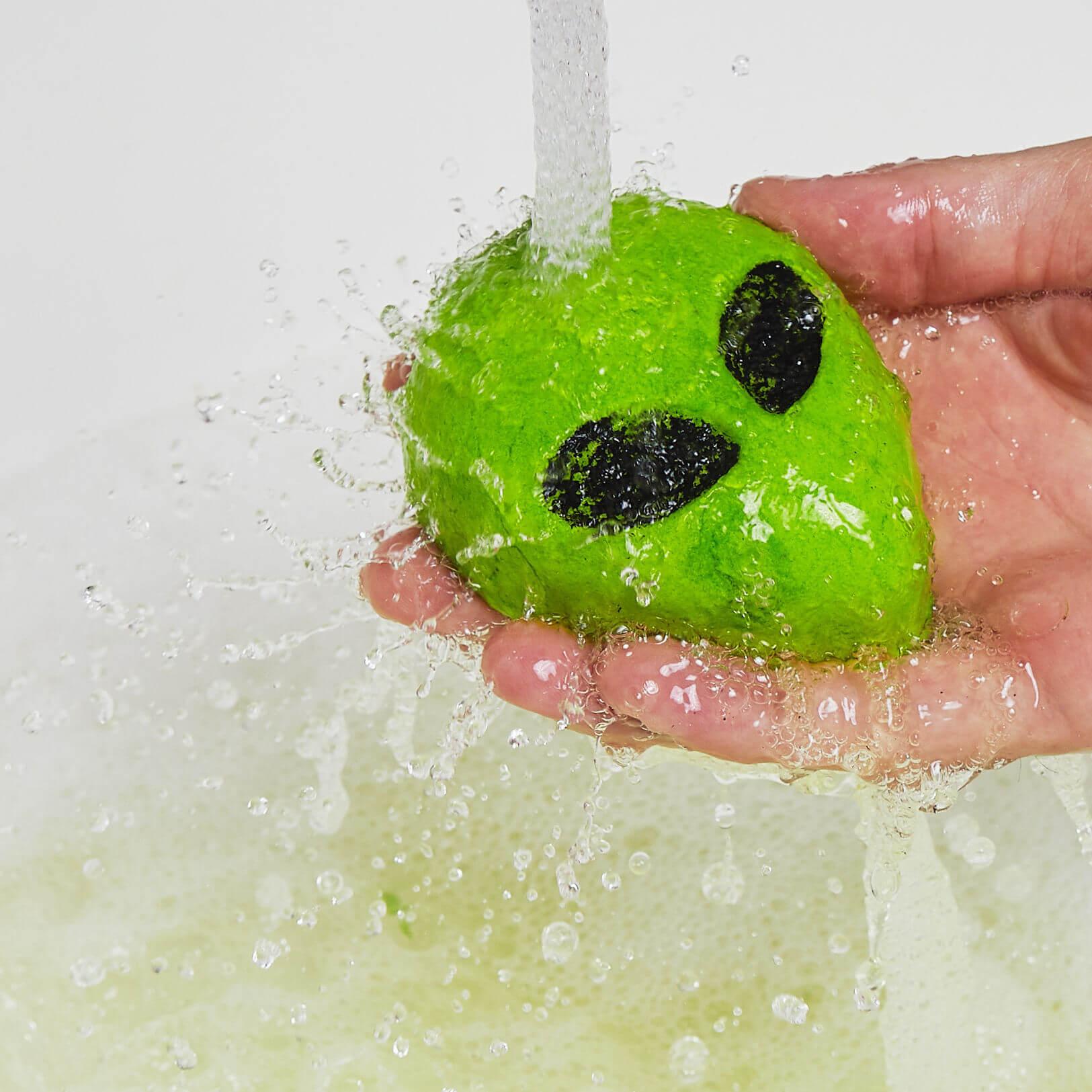 Lush alien bubble bar